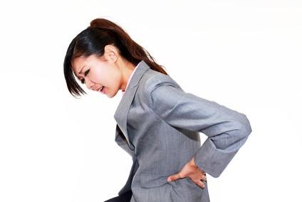 坐骨神経痛を抱える女性